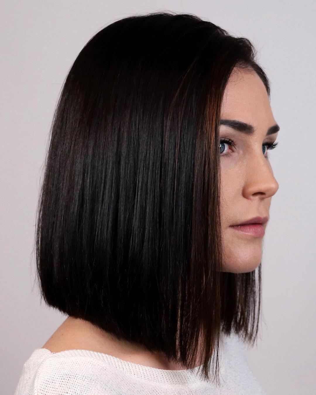 Taglio di capelli inclinato a punta smussata