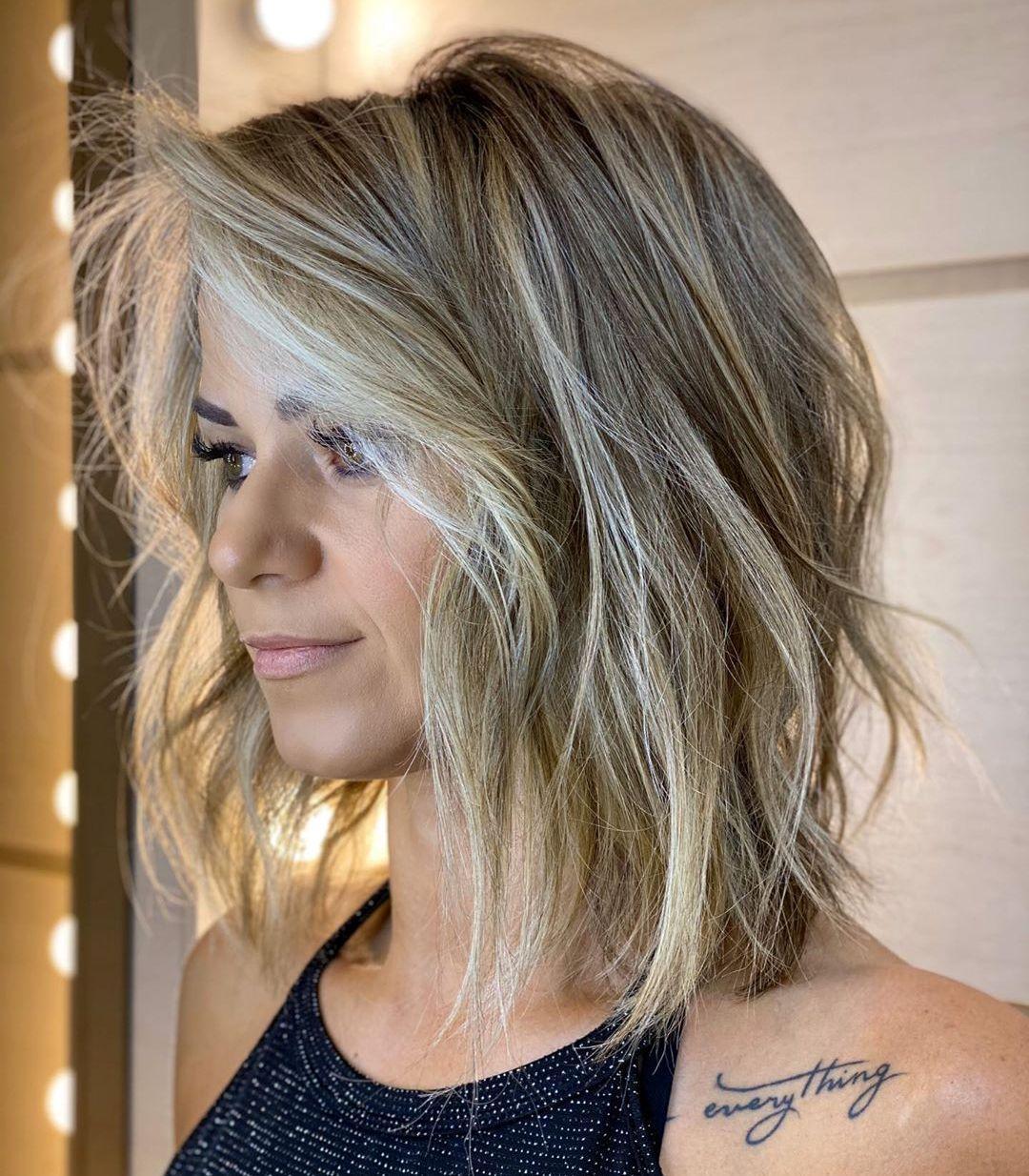 Taglio di capelli da donna con pelo lungo