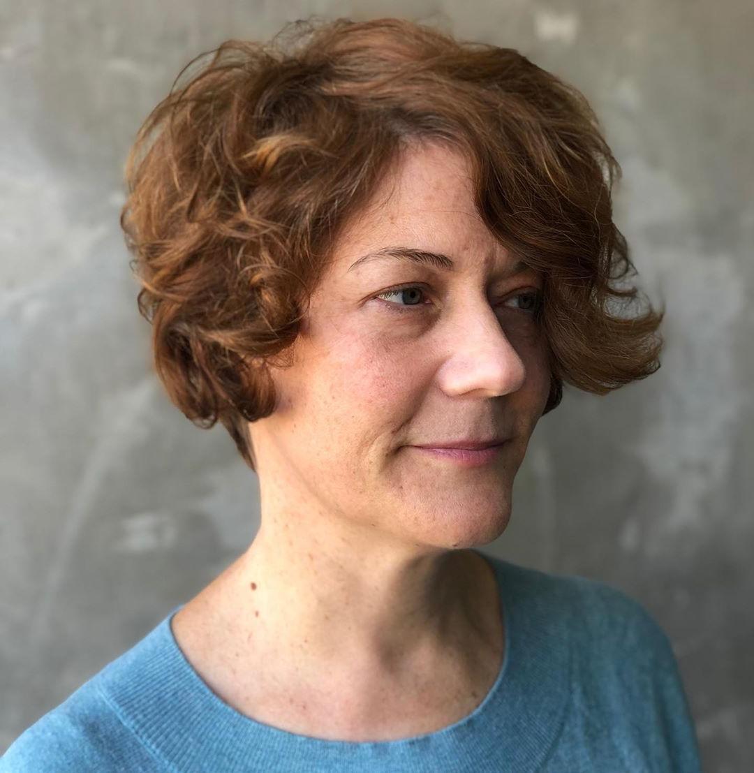 Stile di taglio di capelli ondulato corto